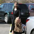 Angelina Jolie emmènent leurs enfants Knox et Vivienne au musée d'Histoire Naturelle pour la Saint-Valentin. A Los Angeles, le 14 février 2013.