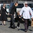 Angelina Jolie et Brad Pitt emmènent leurs enfants Knox et Vivienne au musée d'Histoire Naturelle pour la Saint-Valentin. A Los Angeles, le 14 février 2013.
