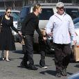 Angelina Jolie et son compagnon Brad Pitt emmènent leurs enfants Knox et Vivienne au musée d'Histoire Naturelle pour la Saint-Valentin. A Los Angeles, le 14 février 2013.