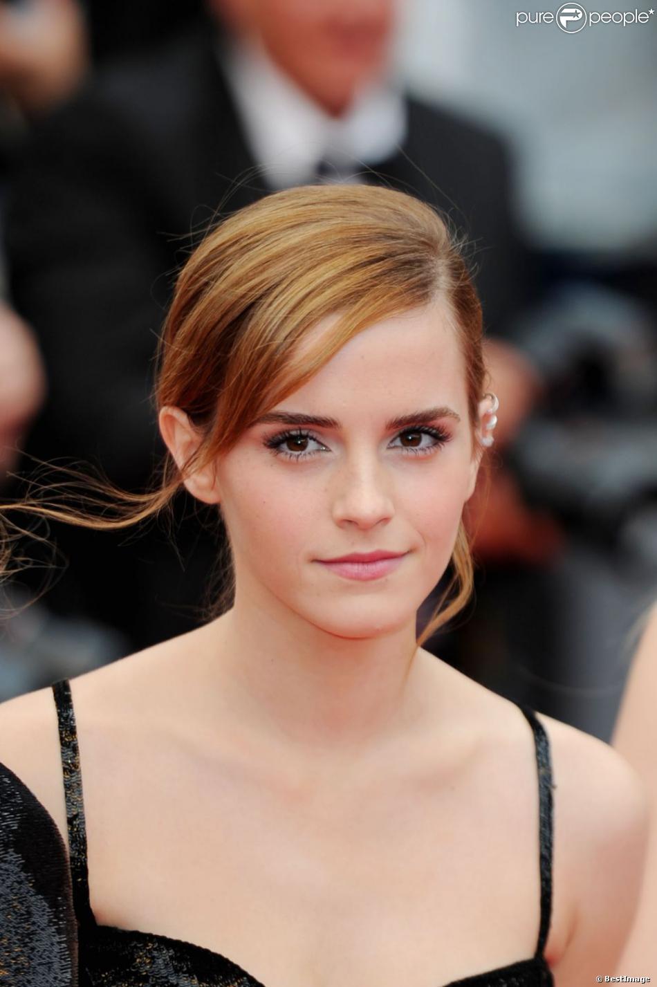 Emma Watson glamour et électrisante pour la montée des marches du film The Bling Ring pour l'ouverture d'Un Certain Regard au Festival du film de Cannes, le 16 mai 2013.