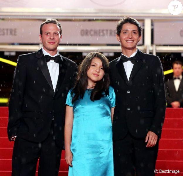 Armando Espitia, Andrea Vergara et Amat Escalante pendant la montée des marches du film Heli au Festival de Cannes 2013, le 16 mai.