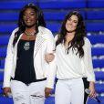 Candice Glover (à gauche) et Kree Harrison (à droite) sur la scène de la finale de la 12e saison d'American Idol, à Los Angeles, le 16 mai 2013.