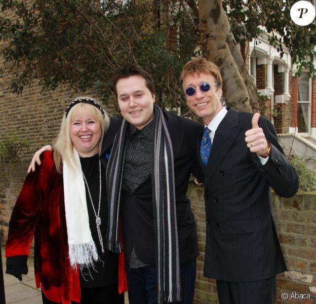 Dwina Gibb, RJ Gibb et Robin Gibb à Londres, le 6 mars 2011.