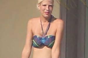 Tori Spelling amincie : Vacances en bikini et en famille et bague hors de prix