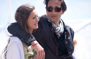 Adrien Brody avec la belle Lara : Promenade et baisers sous le soleil de Cannes