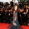 """Frédérique Bel - Montée des marches du film """"Gatsby le Magnifique"""" pour l'ouverture du 66e Festival de Cannes. Le 15 mai 2013."""
