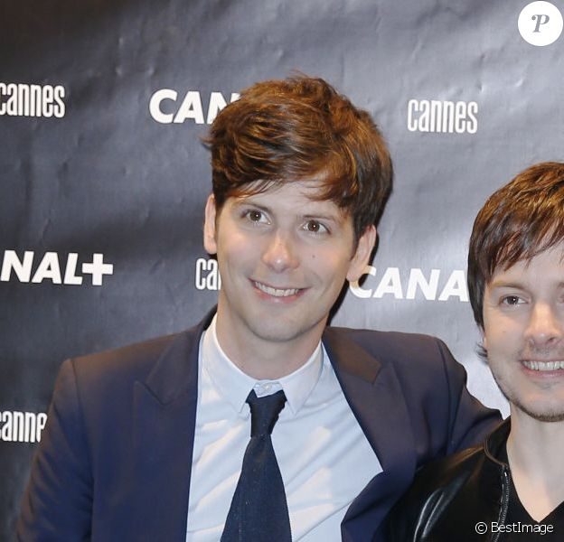 Vincent Glad et Chris Esquerre, collègues de l'émission Le Grand Journal, lors de la soirée Canal lors du Festival de Cannes le 17 mai 2013