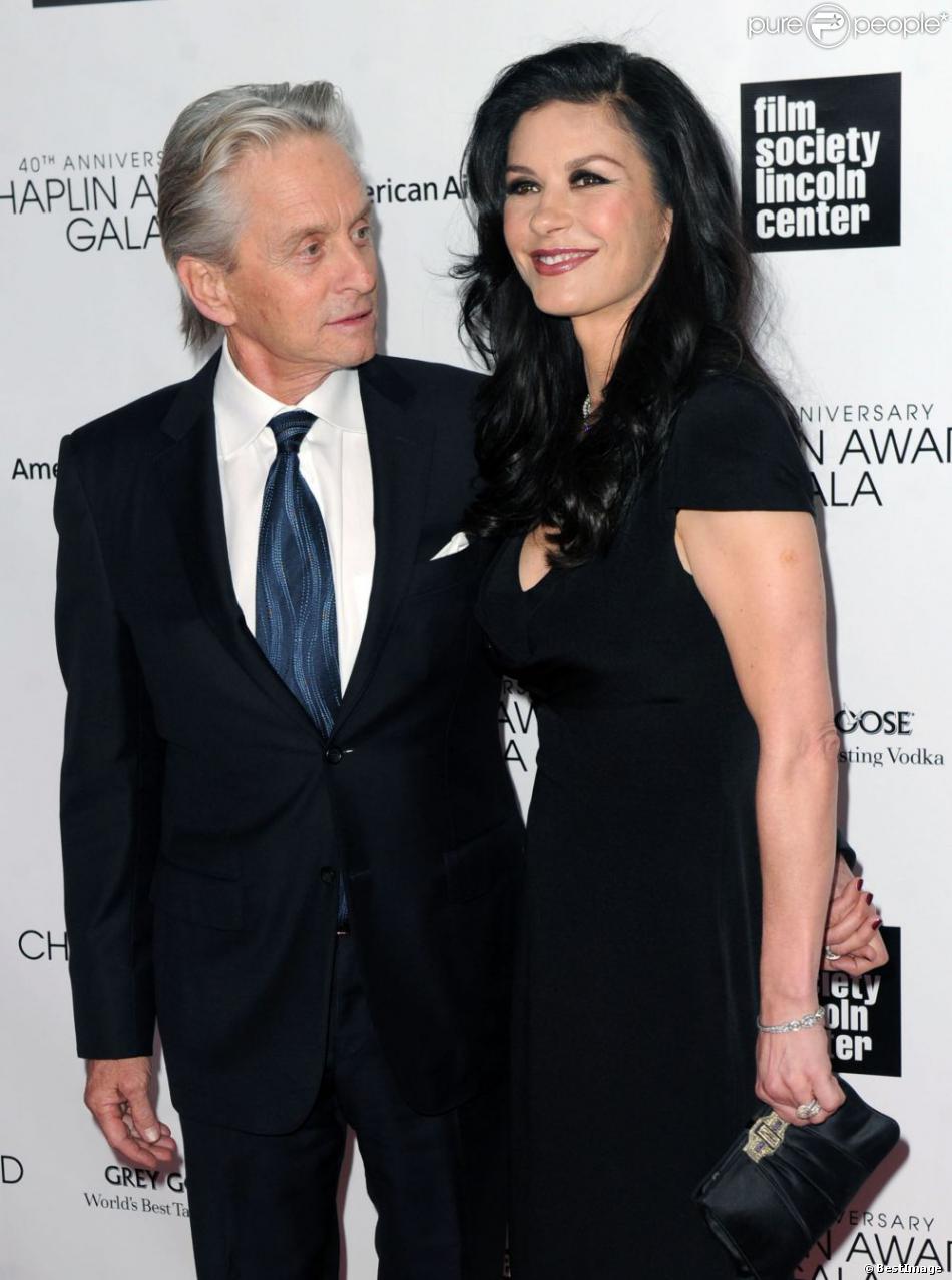 Michael Douglas et sa femme Catherine Zeta-Jones à la soirée du 40e anniversaire du Chaplin Award à New York, le 22 avril 2013.
