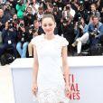 """""""Marion Cotillard, habillée par Alexander McQueen, lors du photocall du film """"The Immigrant"""" au Festival de Cannes le 24 mai 2013"""""""