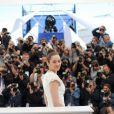 """Marion Cotillard, habillée par Alexander McQueen, lors du photocall du film """"The Immigrant"""" au Festival de Cannes le 24 mai 2013"""