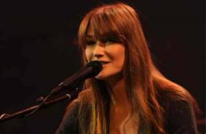 Carla Bruni : Chanteuse radieuse et généreuse face à Emmanuel Moire