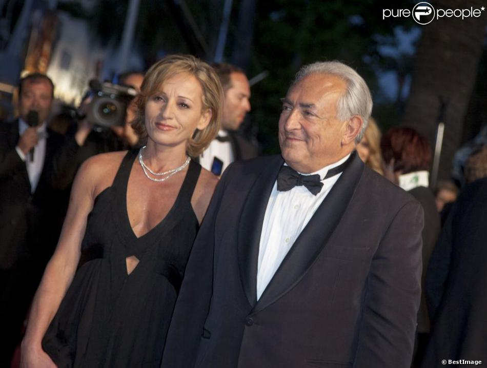 L'ancien directeur du FMI, Dominique Strauss-Kahn, et Myriam L'Aouffir sur le tapis rouge lors du 66eme festival du film de Cannes le 25 mai 2013