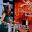 Bérénice Bejo, très émue recevant le prix d'interprétation pour Le Passé au Festival de Cannes le 26 mai 2013