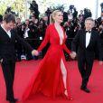 Les avis sont partagés concernant la tenue d'Emmanuelle Seigner. Elle portait une robe rouge Alexandre Vauthier à la fois sublime et trop décolletée lors de la montée des marches du Festival de Cannes. Le 25 mai 2013.