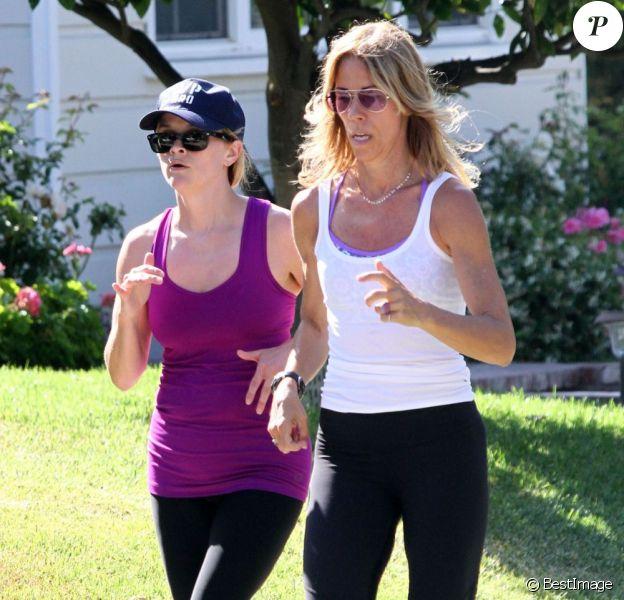 Exclusif - Reese Witherspoon fait son jogging avec son coach personnel à Brentwood, le 29 mai 2013.