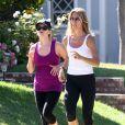 Exclusif - Reese Witherspoon assure le rythme pendant son jogging avec son coach personnel à Brentwood, le 29 mai 2013.