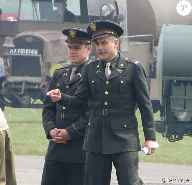 Matt Damon et George Clooney en action sur le tournage de son film Monuments Men à Duxford, le 31 mai 2013.