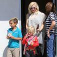La chanteuse Gwen Stefani emmène ses fils Zuma et Kingston manger une glace à Los Angeles, le 30 mai 2013.