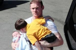 Wayne Rooney : Papa attentionné avec son petit Klay, Kai en grand-frère jaloux