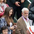 Jean-Paul Belmondo et sa petite fille Annabelle assistent au 8e sacre de Rafael Nadal lors des Internationaux de France à Roland Garros à Paris le 9 juin 2013.