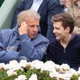 Patrick Poivre D'Arvor et son fils François assistent au 8e sacre de Rafael Nadal lors des Internationaux de France à Roland Garros à Paris, le 9 juin 2013.