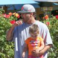 Kevin Federline avec sa fille Jordan à Calabasas Commons à Los Angeles, le 9 juin 2013.