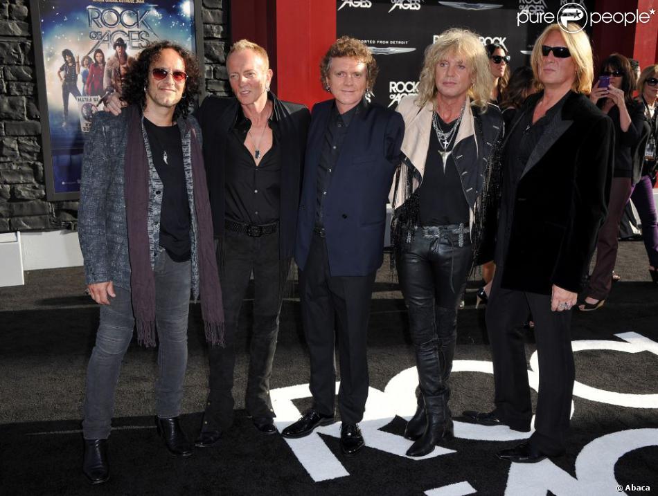 Vivian Campbell avecPhill Collen, Rick Allen, Rick Savage, Joe Elliott, les autres membres de Def Leppard à Los Angeles le 8 juin 2012.