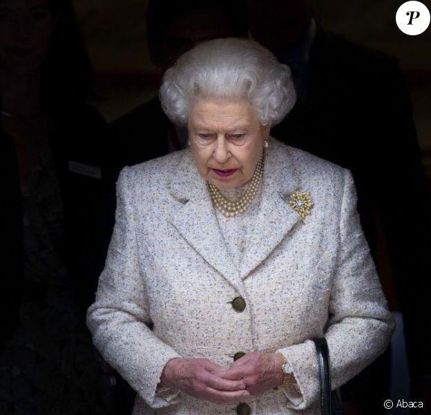 La reine Elizabeth II a rendu visite à son époux le prince Philip à la clinique de Londres le jour de son 92e anniversaire, le 10 juin 2013. Le duc d'Edimbourg y avait été admis le 6 juin et opéré le 7, subissant une chirurgie abdominale exploratoire. Sa durée d'hospitalisation est estimée à deux semaines, sa convalescence à deux mois.