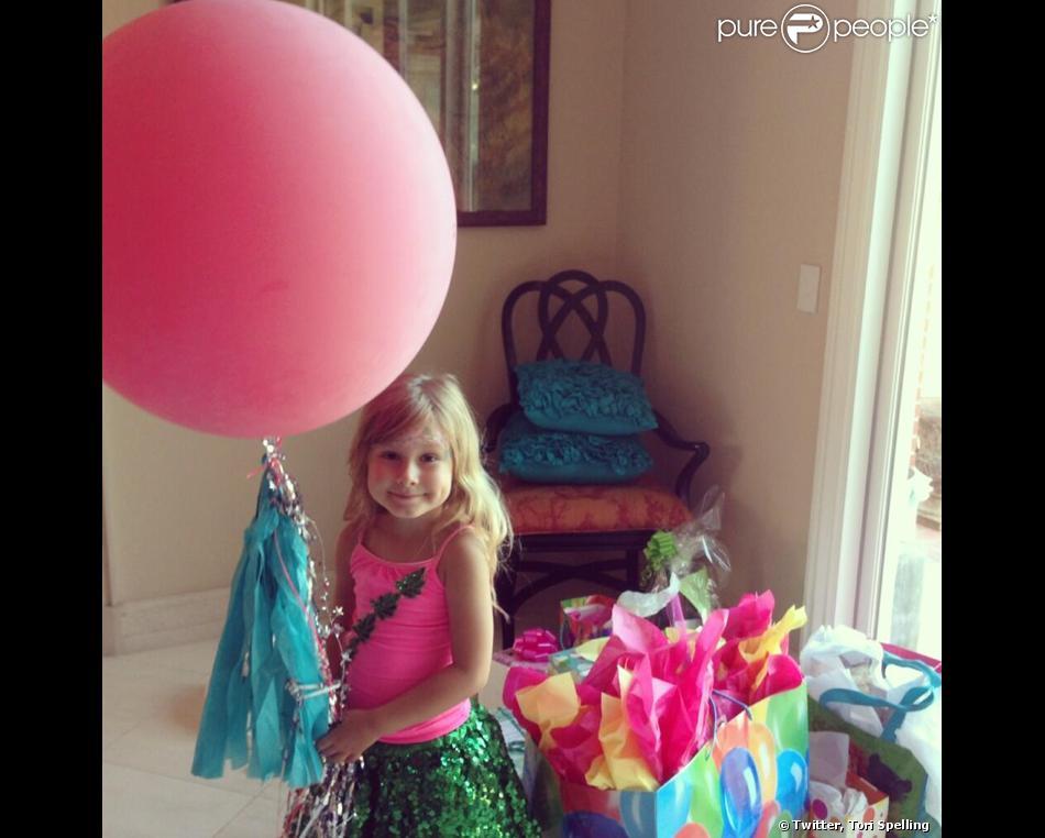 Tori Spelling a posté deux photos de sa fille Stella sur son compte Twitter. Sa fille fêtait ses 5 ans dimanche 9 juin 2013.