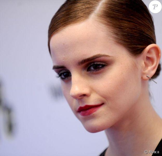Emma Watson superbe et sombre pour la première de The Bling Ring au Paris Theater, New York, le 11 juin 2013.