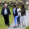 Michelle Obama et ses filles Malia et Sasha lors de leur visite dans le parc national de Glendalough en Ireland, le 18 juin 2013.