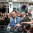 Bono repart de son déjeuner avec Michelle Obama et ses filles à Dublin, le 18 juin 2013.