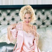 Agnes Bruckner est Anna Nicole Smith : Les images torrides d'un biopic attendu
