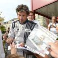 Patrick Dempsey doit faire face à sa grande popularité lors de la présentation des pilotes et des équipages qui particperont aux 24 Heures du Mans les 22 et 23 juin prochains dans les rues du Mans le 16 juin 2013