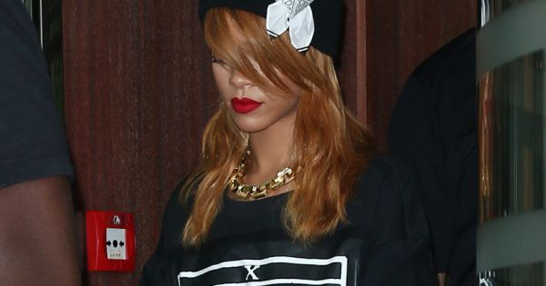 rihanna sort de son h tel londres le 20 juin 2013. Black Bedroom Furniture Sets. Home Design Ideas
