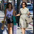 La star Teri Hatcher et sa fille Emerson se promènent à Los Angeles, le 20 juin 2013. Alors que la mère arborait un look rétro très années 1950, sa fille, elle, avait un style plus rock.