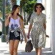 Teri Hatcher et sa fille Emerson se promènent à Los Angeles, le 20 juin 2013. L'actrice et la fille sont apparues très complices.
