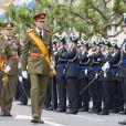 Le grand-duc Henri et le grande-duc héritier Guillaume défilent lors de la fête nationale le 23 juin 2013.