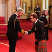 Ewan McGregor en kilt devant le prince Charles et à l'honneur à Buckingham