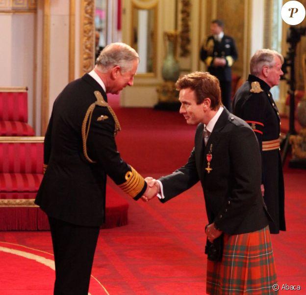 Le prince Charles fait de Ewan McGregor un Officier de l'Empire britannique à Buckingham Palace le 28 juin 2013