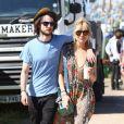 Sienna Miller et Tom Sturridge à Glastonbury en Angleterre, le 29 juin 2013.