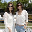 Cristiana Reali et Mathilda May lors de la 3ème édition du Brunch Blanc-Une croisiere sur la Seine à Paris le 30 juin 2013