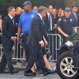 Alec Baldwin se rendant avec sa femme Hilaria aux funérailles de James Gandolfini à New York le 19 juin 2013