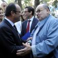 François Hollande rencontre Serge Moati lors de sa visite au lycée français Gustave-Flaubert à Tunis lors d'un voyage officiel en Tunisie, le 4 juillet 2013