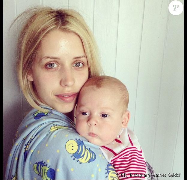 Peaches Geldof adore prendre des photos de ses enfants Astala et Phaedra sur les réseaux sociaux. Le 8 juillet elle a d'ailleurs posté de nombreux clichés de ses bébés sur Instagram. Ici on peut voir Phaedra, né le 24 avril 2013.