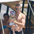 Exclusif - Victor Valdés en vacances avec sa femme enceinte Yolanda Cardona et leurs fils Dylan (3 ans) et Kai (7 mois) à Formentera en Espagne le 8 juillet 2013.