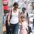 L'actrice Katie Holmes et sa fille Suri se promènent à New York, le 12 juillet 2013.