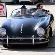 Adam Levine se balade en voiture avec sa petite amie Behati Prinsloo à Los Angeles, le 23 novembre 2012. Le couple est fiancé depuis le 16 juillet 2012.