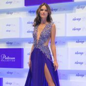 Alessandra Ambrosio : Une incroyable robe fendue... un peu too much ?