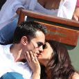 Faustine Bollaert et son mari Maxime Chattam assistent au tournoi de tennis Roland Garros à Paris, le 30 mai 2012.